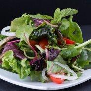 Jääsalat, peasalat või lollo rosso? Endiivia või radicchio? Millist salatit erinevate toitude juurde pakkuda?