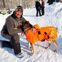 Iditarodi võitnud kelgukoerad pääsesid viimaks kodumaale tagasi