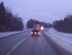 f092695f49d VIDEO: Tallinna-Tartu maanteel saab veok pimedas kurvis vaevu sõiduautost  mööda