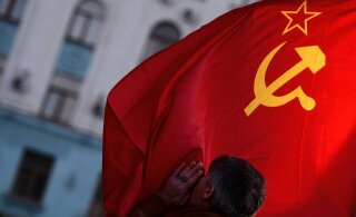 Ностальгия по молодости, а не по строю: Пенсионер, писатель, пиарщик и учителя о том, почему читатели RusDelfi хотят назад в СССР