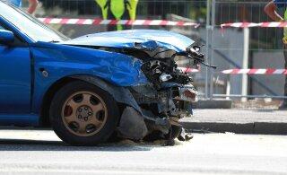 ФОТО: На улице Эндла столкнулись грузовик и два легковых авто
