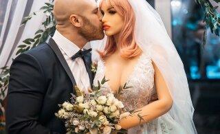 ВИДЕО: Любовь с первого взгляда. Культурист женился на секс-кукле