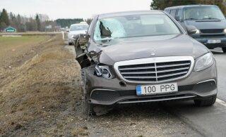 ФОТО: В Йыгевамаа машина насмерть сбила мужчину