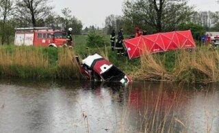 Traagiline avarii: Poolas toimunud rallil kanalisse sõitnud rallimehed uppusid