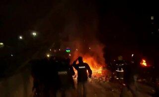 ВИДЕО | Эвакуированных из Уханя украинцев забросали камнями