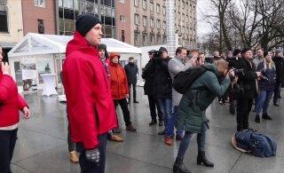 """ВИДЕО: Соцдемы и """"зеленые"""" освистали Дениса Бородича на презентации новых автобусов"""