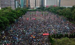 Протесты в Гонконге собрали сотни тысяч участников