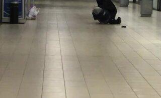 ВИДЕО | Двое мужчин пытались украсть из Selver целый мешок косметики. Охранникам пришлось применить перцовый газ и наручники