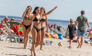 ГАЛЕРЕЯ | Горячие фото! Жара привела на пярнуский пляж уйму народу