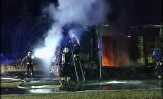 ФОТО и ВИДЕО | Ночью в Пярнумаа полыхала фура, а утром на шоссе Таллинн-Тарту загорелся автомобиль