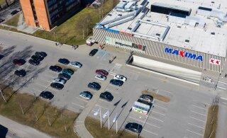 ГАЛЕРЕЯ   Фотографии парковок столичных торговых центров показывают, как серьезно местные отнеслись к призыву оставаться дома
