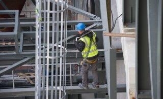 В ходе рейда в Ляэне-Вирумаа выявлены пять случаев с незарегистрированными строителями и опасный рабочий инструмент
