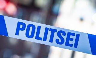 Разбой в Кохтла-Ярве: мужчина угрожал в магазине похожим на оружие предметом, забрал алкоголь и скрылся