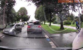 ВИДЕО | Водитель BMW проехал по встречке на красный свет в Ласнамяэ