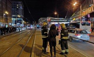 ФОТО | В центре Таллинна была перекрыта трамвайная остановка, на месте работали саперы