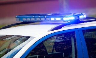 Pärnumaal põrkas kokku kolm veoautot, millest ühe juht sai viga