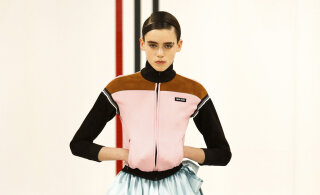Они возвращаются: вязаные платья, сабо и олимпийки. Какие вещи из нулевых модно носить в 2021?