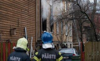 ФОТО | Трагический пожар в Пельгулинне: мать спустила младенца вниз с помощью самодельного каната