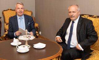 Спикер Рийгикогу на встрече с главой МИД Финляндии отметил снижение алкогольного акциза
