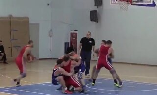 JABUR VIDEO VENEMAALT | Maadlejad näitavad, kuidas korvpalli eriti jõhkralt mängida