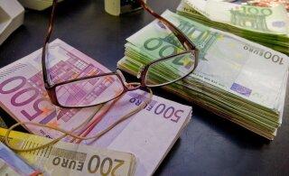 """Омбудсмен: минимальную зарплату в Латвии нужно поднять до 500 евро """"на руки"""""""