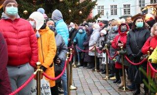 FOTOD | Tallinna jõuluturul võeti rahvasumma saatel pidulikult vastu esimene advent