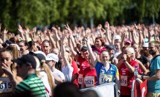 HIIGELGALERII JA VIDEOD | Imeilus ilm ja 15 000 jooksufanatti! Maijooks tõi Tallinna Lauluväljakule meeletul hulgal naistervisesportlasi