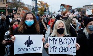 На митинг против запрета абортов в Варшаве вышли 100 тыс. человек