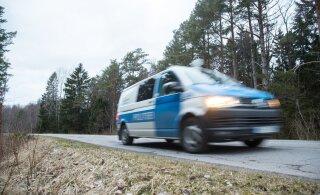 Под Таллинном водитель с признаками опьянения врезался в столб