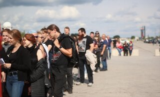 ОНЛАЙН-БЛОГ и ФОТО: Nothing else matters! Metallica выступит в Тарту. Приехали десятки тысяч фанатов, публика ждет выхода легендарной группы!