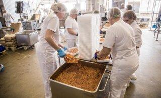 ВИДЕО | Посмотрите, как в Пыльтсамаа готовят ароматный обед для участников Певческого праздника