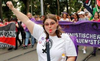 FOTOD | Naised üle kogu Šveitsi protestisid terve ööpäeva palgalõhe ja teiste diskrimineerimisvormide vastu
