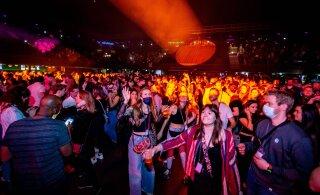 ВИДЕО | В Амстердаме устроили вечеринку на 1300 человек ради COVID-эксперимента