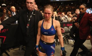 FOTO | Endine UFC täht Ronda Rousey jäi filmivõtetel sõrmest peaaegu ilma
