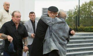 Vahi all surnud allilmajuht Oleg Lvov. Külaliseks poksi maailmameister, kahtlustuseks atentaat, rahaasjad luubi all. Isakese ees jäi seadus aga jõuetuks