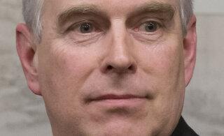 Pärast Jeffrey Epsteini väidetava kuriteokaaslase vahistamist on prints Andrewl taas vesi ahjus