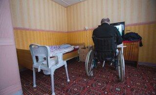 Жительница Таллинна переживает: пожилому соседу нужна помощь, что делать?