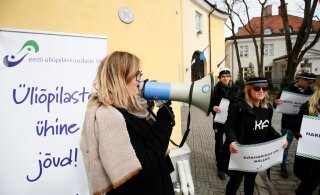VIDEO ja FOTOD | Üliõpilased kogunesid Stenbocki maja juurde enda huvide eest seisma