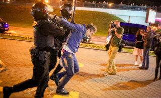 ВИДЕО | В Беларуси новая волна протестов после тайной инаугурации Лукашенко. ОМОН применил водометы