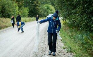 ФОТО | Президент Кальюлайд занялась уборкой после Тартуского веломарафона
