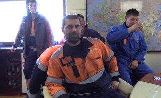 ВИДЕО | Во Владивостоке рабочие захватили кабинет директора порта. Что там происходит?