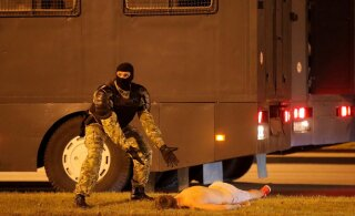 ГАЛЕРЕЯ | ОМОН, газ, резиновые пули, автозаки. Как в Беларуси проходили протесты