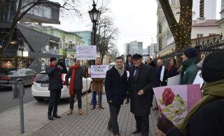 ВИДЕО: Зеленые и социал-демократы провели акцию перед Таллиннским горсобранием