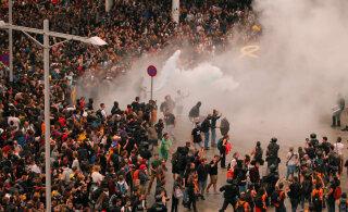 VIDEO | Tuhanded protesteerijad blokeerisid Barcelona El Prati lennujaama ümbruse ning paljud lennud tühistati. Probleeme ka Girona lennujaama lähistel