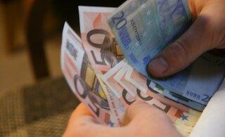 Исследование: в кризис доход больше всего снизился у людей, получающих до 750 евро