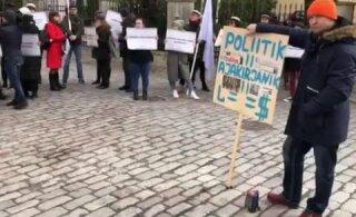 ФОТО и ВИДЕО: Полиция установила личность мужчины, который изрисовал окна бюро Центристской партии