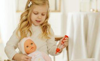 """Как вести себя родителям, которые застали детей за игрой """"в доктора""""? Объясняет психолог"""