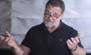 Рассел Кроу рассказал, как покупал у Леонардо Ди Каприо череп мозазавра