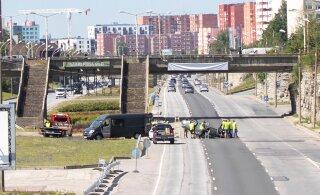 ФОТО: На Лаагна теэ автомобиль BMW перевернулся на крышу. К счастью, это всего лишь съемки фильма!