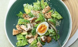 KAKS RETSEPTI | Särtsakas kartulisalat ürdikastmega ja uutmoodi Caesari salat avokaadoga